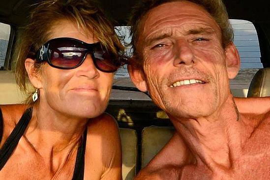 couple fait l'amour en plein désert