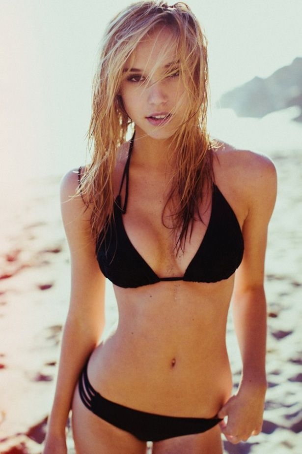 fille chaude Alexis Ren en maillot de bain sexy